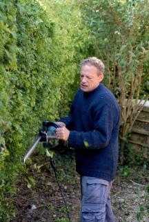 Klausbernd Vollmar cutting his hedge, Rhu Sila, Cley, Norfolk Photo: Hanne SIebers