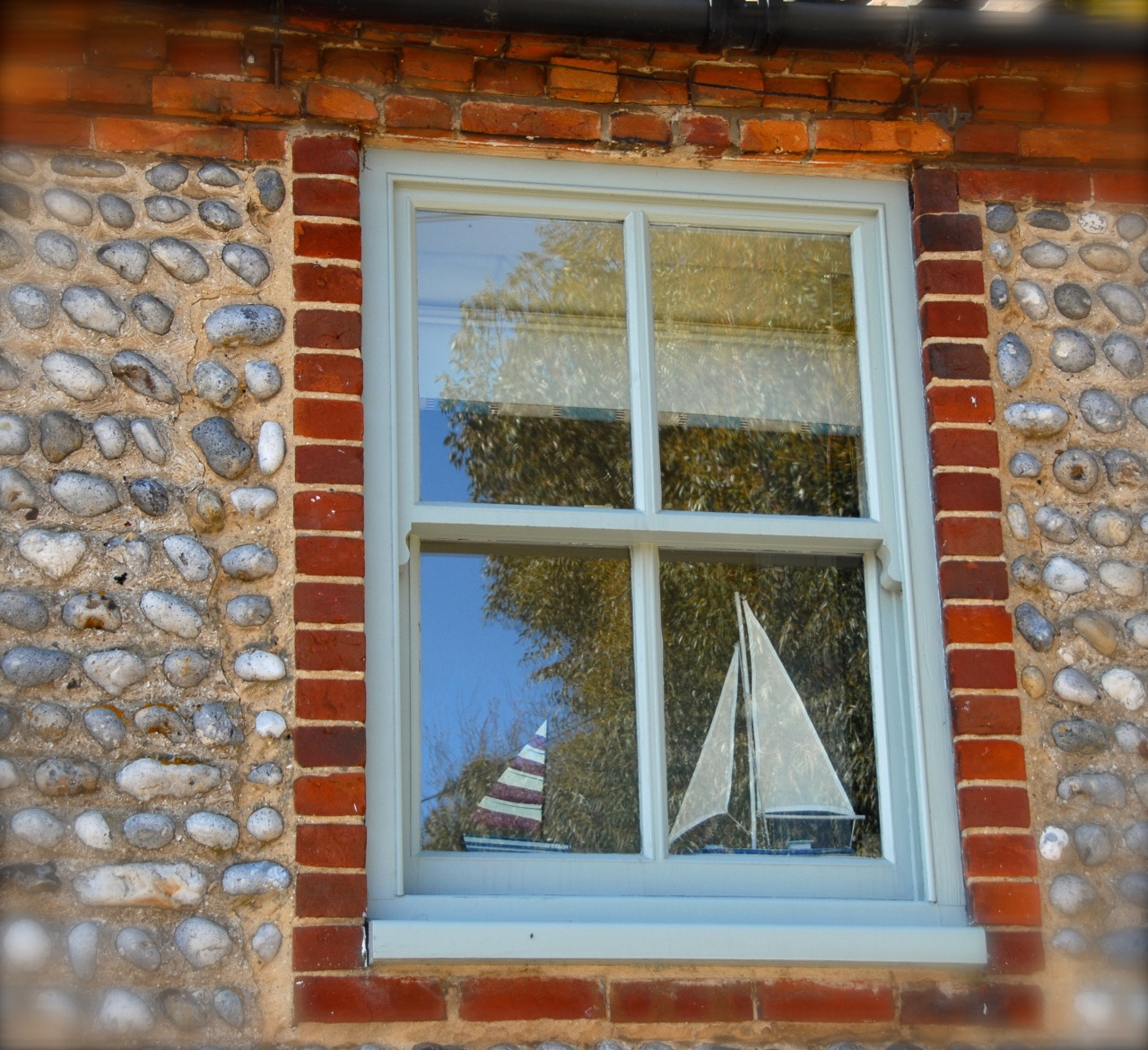 Window on The Fairstead, Cley next the Sea, Photo: Hanne Siebers