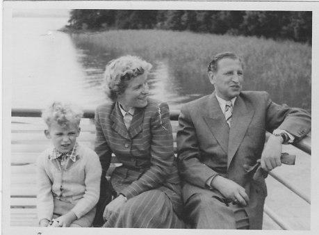 1951, Klausbernd mit Ingeborg und Wilhelm Vollmar