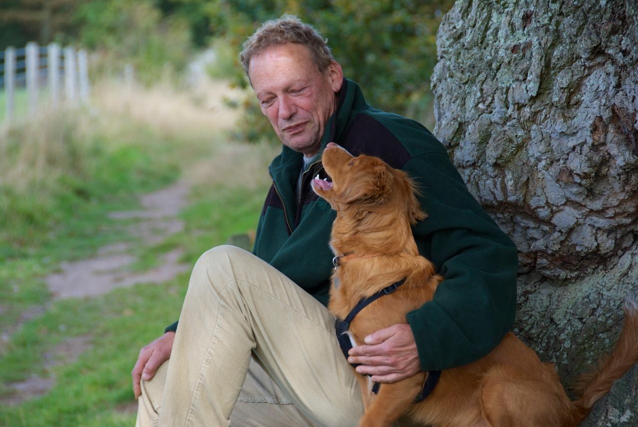 Klausbernd Vollmar with a dog, Felbrigg, Norfolk, Foto: Hanne Siebers DSC_0044