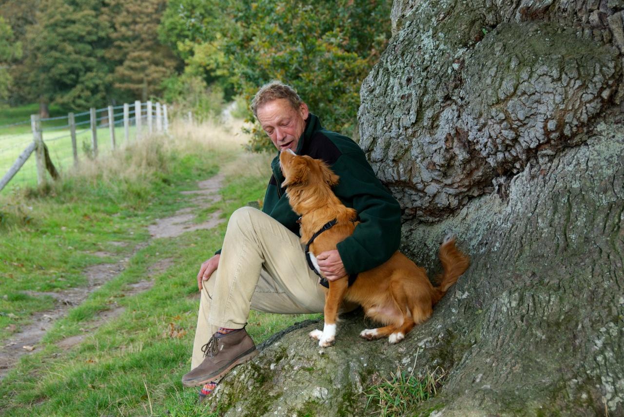 Klausbernd Vollmar with a dog,, Felbrigg, Norfolk, Foto: Hanne Siebers DSC_0045