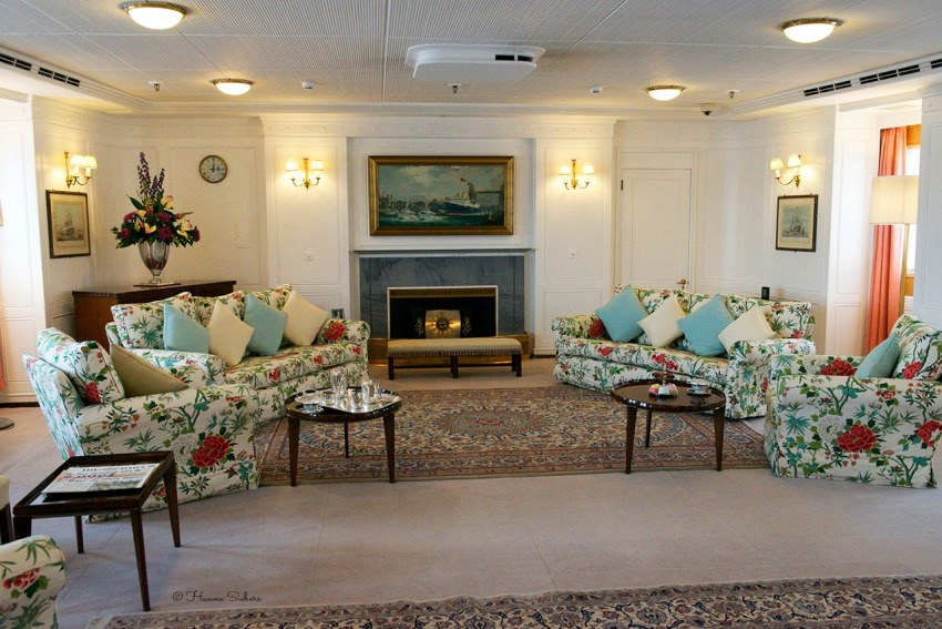 The State drawing room, where the Queen entertained foreign dignitaries in port and gathered with her family at sea, there is a set of furniture that was a gift from the Swedish royal family in 1956. The Queen personally selected the chintz sofa and armchair covers. Off duty, the royal family gathered here to play cards and board games and Princess Margaret, Princess Alexandra and Princess Diana all took their turn at the piano.